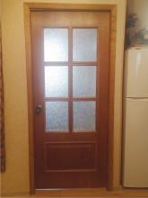 Двери до реставрации в квартире заказчика.