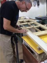Реставрация и перекраска дверей, нанесение золотой патины.