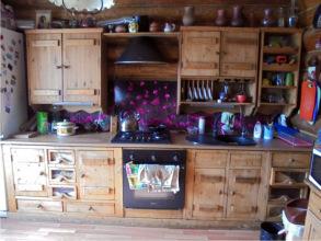 Покраска фасадов кухни из сосны