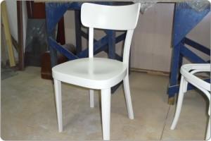 стул после реставрации и перекраски
